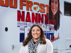 Oh no: mama kijkt naar Nanny Jo!