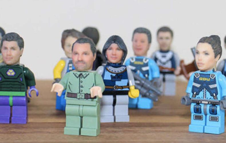 Jouw eigen koppie op een LEGO poppie!