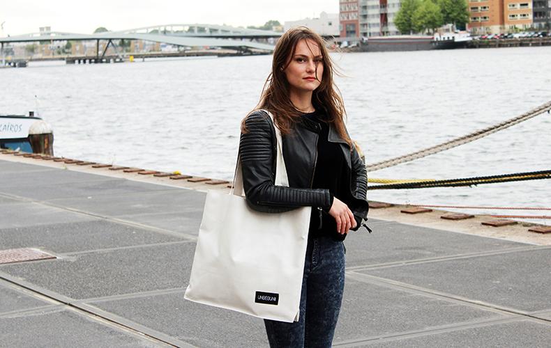 UNBEGUN: handgemaakte tassen van Amsterdamse marktzeilen