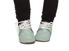 Win een paar L'enfant babyshoes naar keuze!