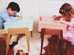 Kinderbureau in een strak design jasje