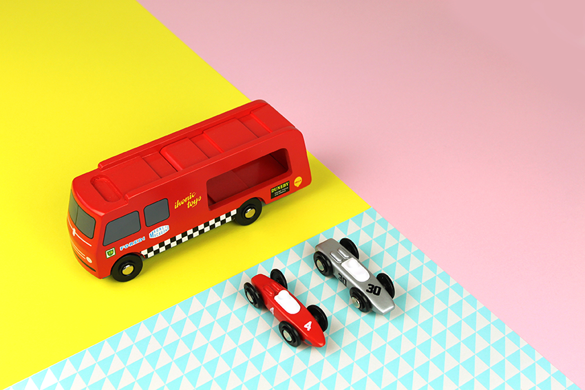 ikonic-toys-transporter-oh-yeah-baby