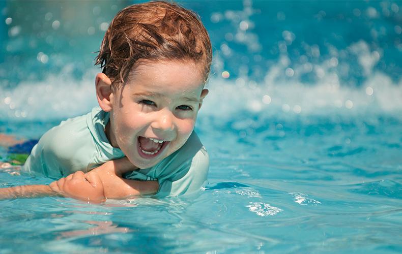 Zwemmen met een peuter