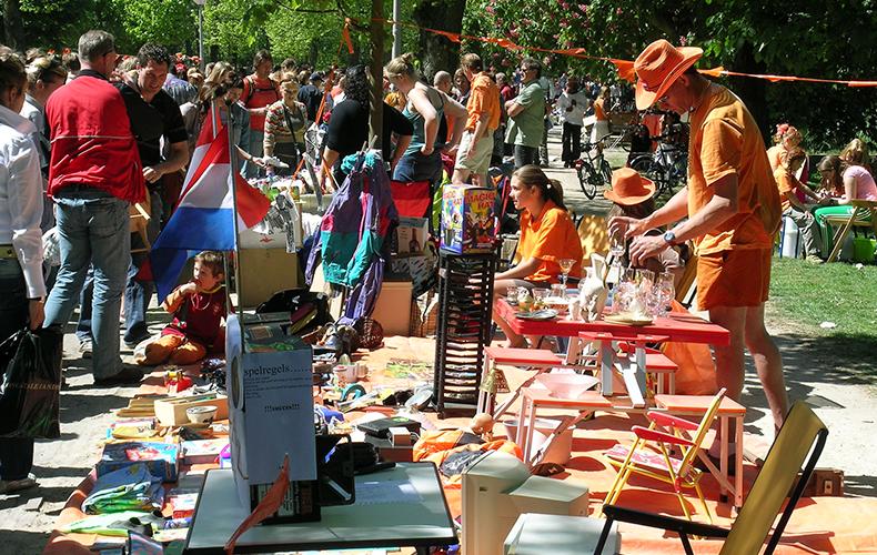 Hosselen op de vrijmarkt met een peuter