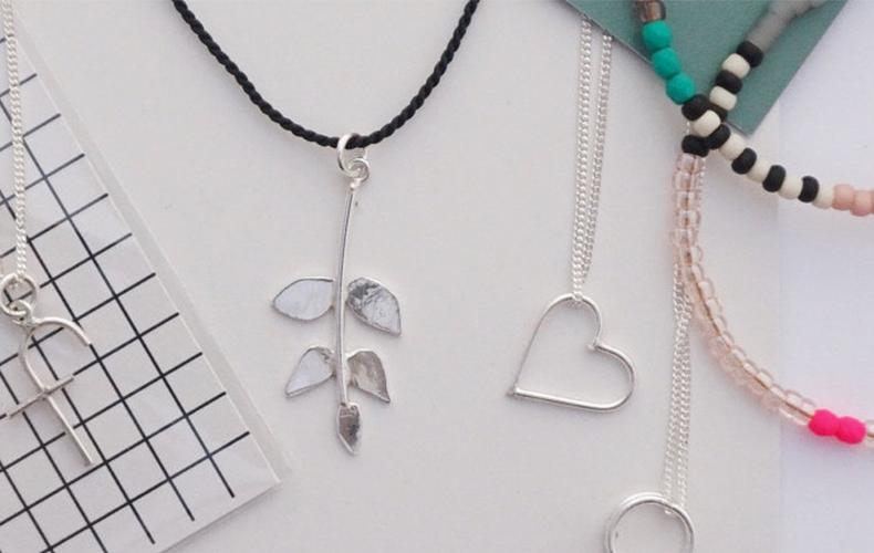 Win een mooie handgemaakte ketting met hanger naar keuze!