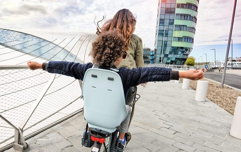 Nieuw design fietsstoeltje voor urban kids