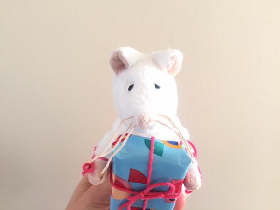 Trakteren op de opvang: muizen met kado's