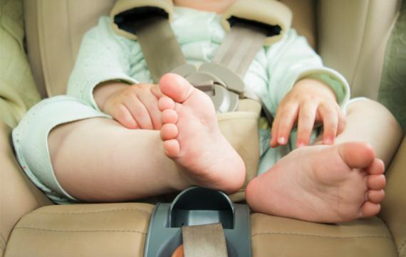 Rijden met je baby: een blinde bejaarde die een uur te vroeg is