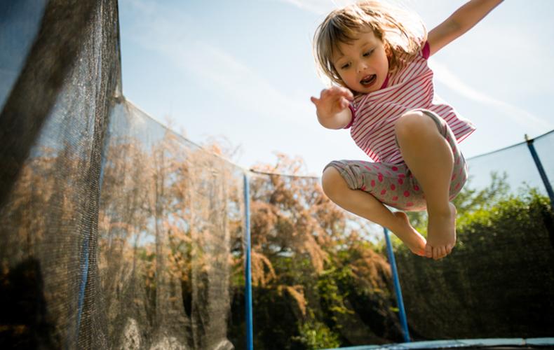 De 13 voordelen van een trampoline (voor kinderen én volwassenen!)