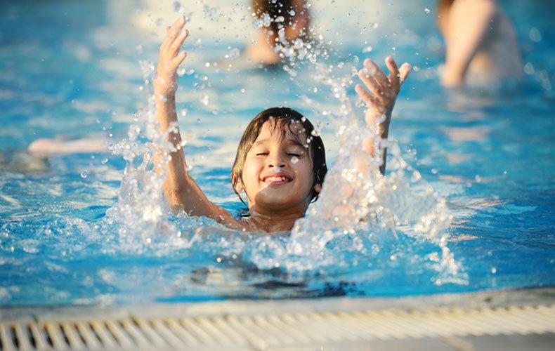 Zwemmoeder: mee met schoolzwemmen